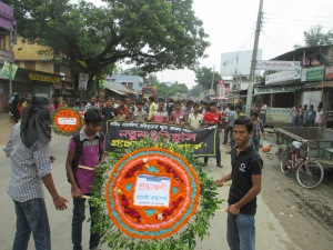 The activists of Procheshta Gronthagar, a library initiative of young people in Phulbari, are waiting for the Central National Committee leaders to lead their march to the martyrs monument.