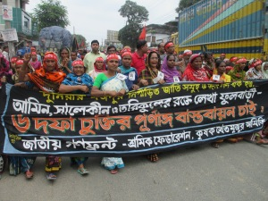 The largest demonstration in the rally is composed by the daily labourers and agricultural labourers of Phulbari. The name of their political party is Gono Front that unites workers federation and krishok khetmojur samity (Farmer-agricultural labourers Federation). Unlike the other leftist political parties they put a slogan that call not only the workers to unite but also the ethnic minorities against the open pit coal mining.